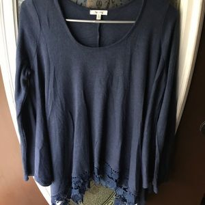 *3 for $20* Navy blue tunic blouse S NWOT lace